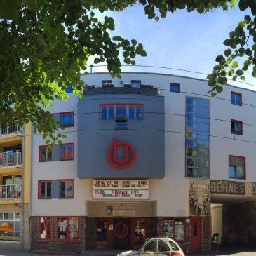 """Feucht-fröhliche Fassadenfeier für das """"Kino der Stadtfelder"""""""