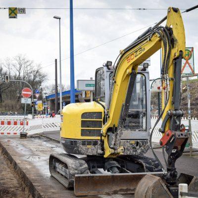 Baustelle für neue Bahnsteige an den Haltestellen am Adelheidring