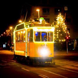 Historische Weihnachtsstraßenbahn am Wilhelmstädter Platz