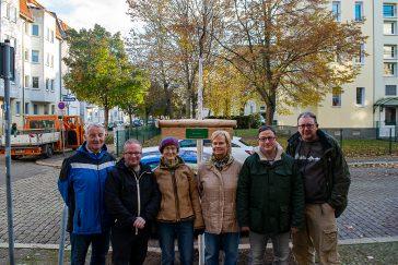 Mitglieder des Bürger für Stadtfeld e.V. nach der Pflanzung des Spendenbaum für die Barlachstraße