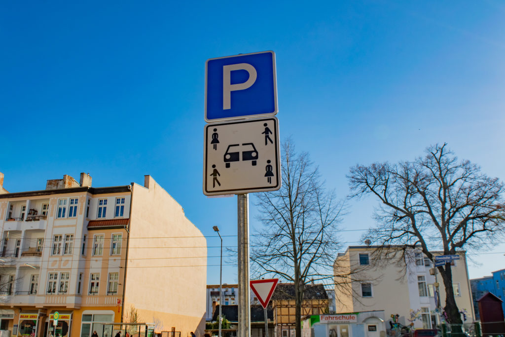 Neues Carsharing-Verkehrsschild in der Tismarstraße