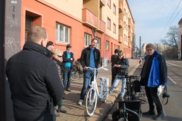 Große Diesdorfer Straße : wei es fahrrad auf der gro en diesdorfer stra e erinnert an verungl ckte radfahrerin magdeburg ~ Watch28wear.com Haus und Dekorationen